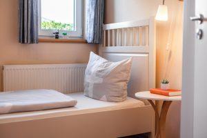 Helles Schlafzimmer im Ferienhaus zum Wohlfühlen an der Ostsee