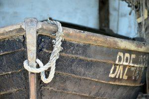 Ausschnitt eines Ruderbootes, Hafen