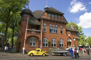 Burger Rathaus zählt zu den Sehenswürdigkeiten Fehmarns