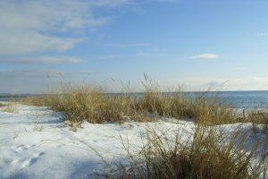 Schnee auf den Dünen, Foto: Tourismus-Service Fehmarn, Almut Wiemold