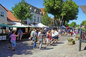 Stadtbummel und Shoppen in der Fußgängerzone Burg