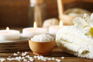 Wellness, Relaxen bei Kerzenschein und Sauna und Massage